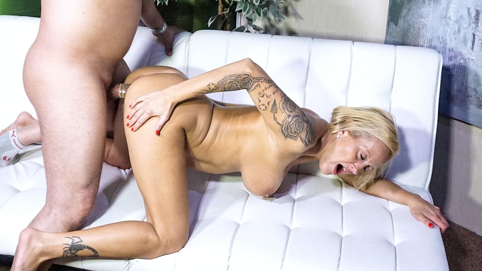 Spanischer Sex Auf Der Couch
