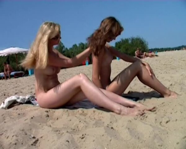 Titten zeigen Der Strand