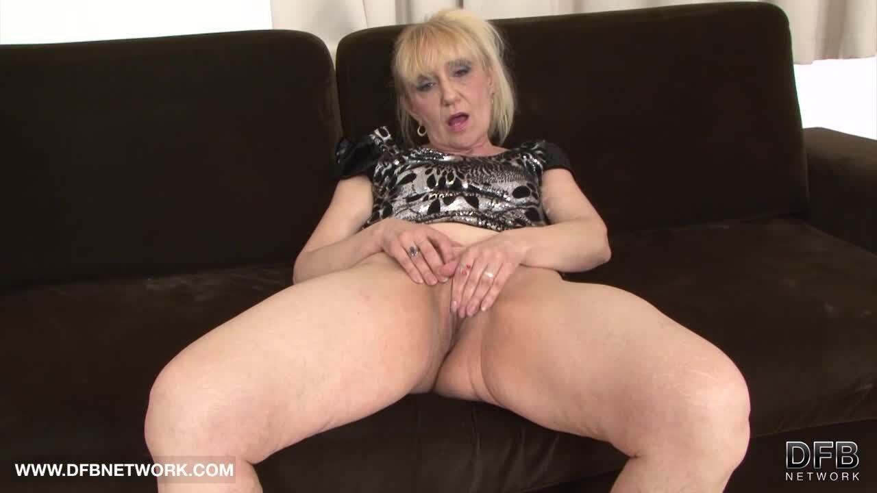 Sexy Blondine In Schwarzen Strümpfen Nimmt Zwei