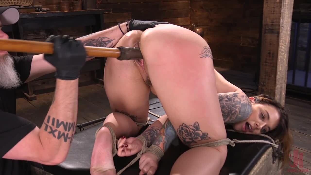 Ivy Lebelle wird vom Meister in ihren dicken Hintern geknallt und gefickt