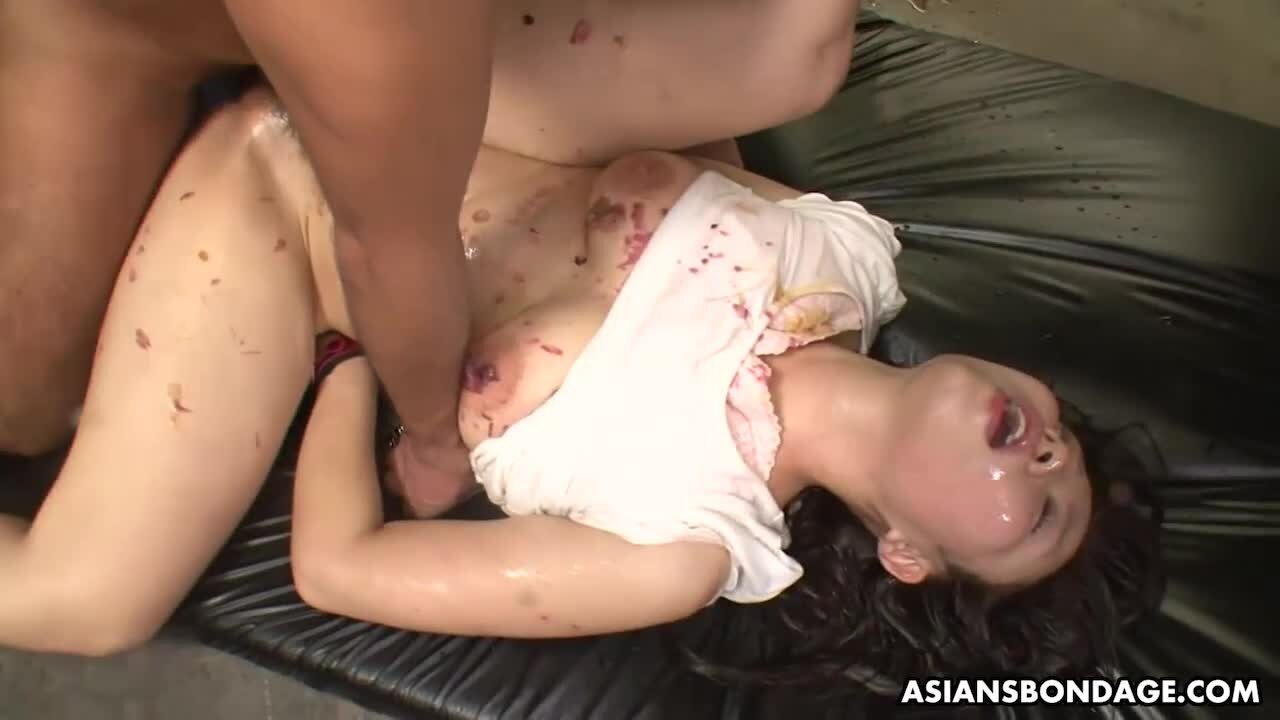 Veronica Leal deepthroats, anal und spritzt in Büsche