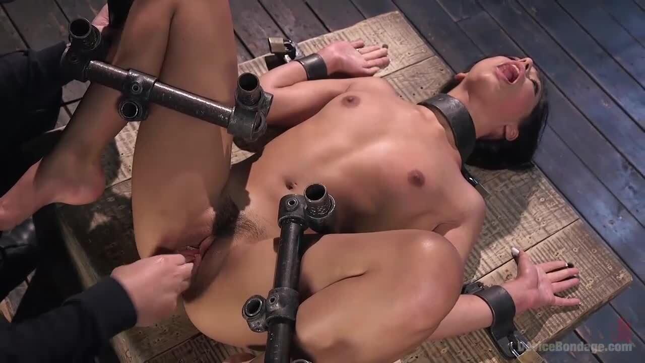 Lesbische Bondage Riesiger Dildo