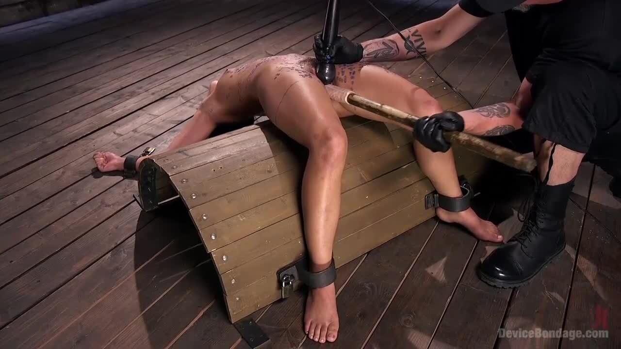 Frauen nackt gefesselt und gefoltert