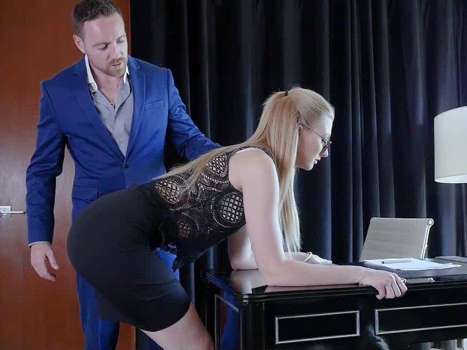 Pelicula porno con argumento jefe folla a secretaria Submissived Secretaria Rubia Alexa Grace Azotada Y Follada Duro En La Oficina Porndoe