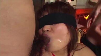 Zarte Asiatin Beim Bondage