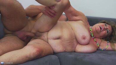 Erotischer Sex Von Hinten Auf Dem Sofa
