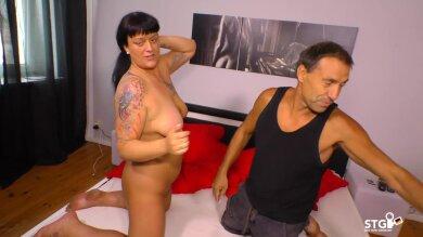 Kinky Paar Fickt Vor Der Kamera