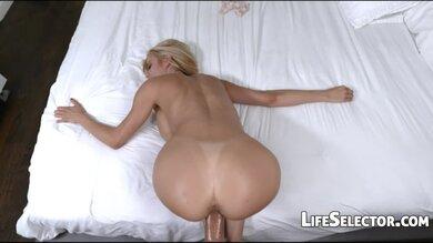 Vollbusige Blonde Milf Bearbeitet Schwanz & Ihren Body